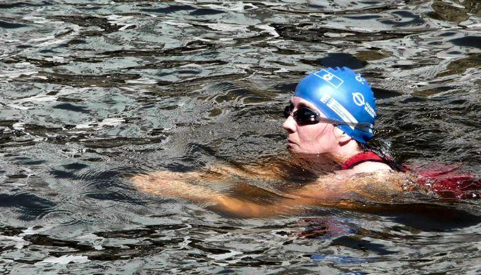 Schwimmend durch die Alster